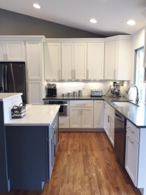 White & gray kitchen cabinetry